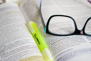 book_highligh_glasses